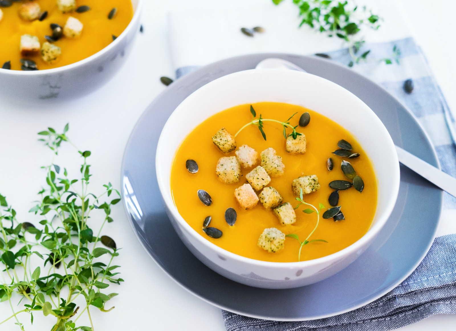 Vegan pumpkin soup with carrots and ginger. (#vegan) ordinaryvegan.net