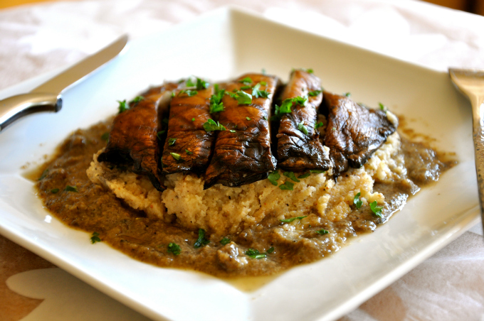 Grilled Portabello Mushroom with Cauliflower Mash & Gravy