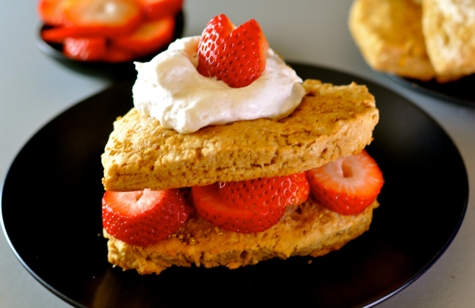 Easy scones with Lemon topped with whipped cream and strawberries #vegan ordinaryvegan.net