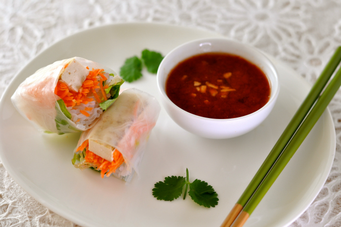 spring roll with hot & sweet dipping sauce best 680