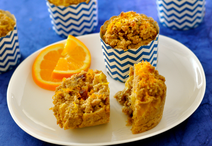 Hearty, healthy breakfast muffins packed with protein, iron, fiber and vitamin C. (#vegan) ordinaryvegan.net