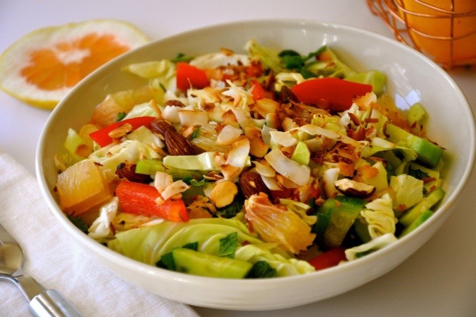 A delicious Vietnamese pomelo salad packed with lots of crunch and sweetness.