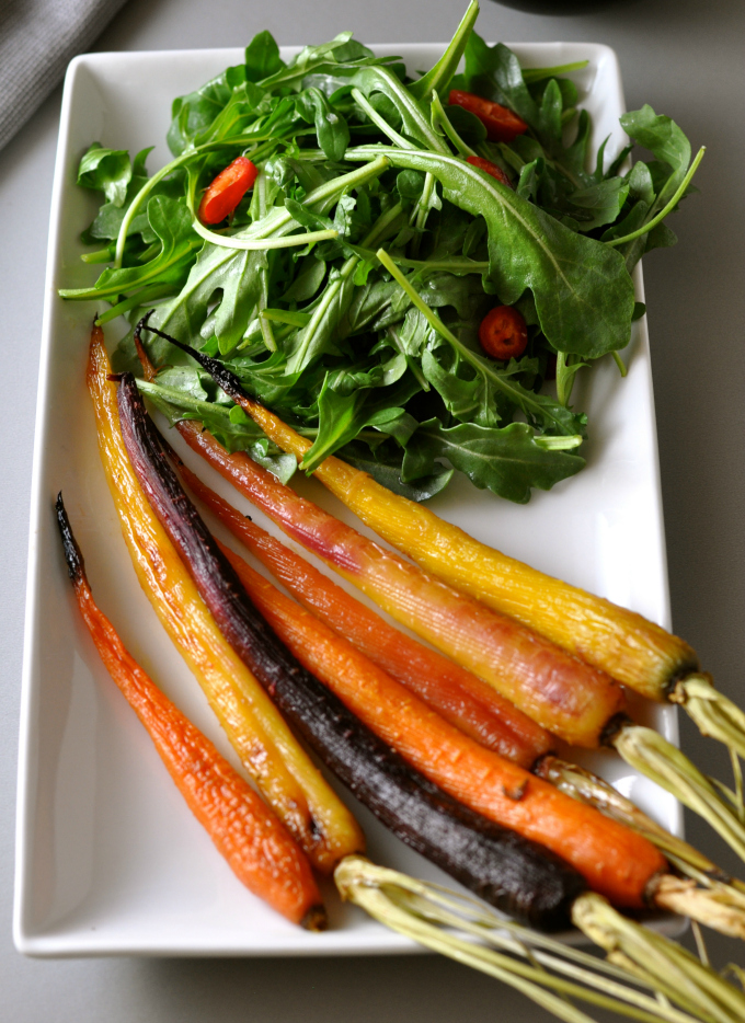 A summer salad recipe of roasted and glazed carrots accompanied with a tart and peppery arugula salad. (#vegan) ordinaryvegan.net