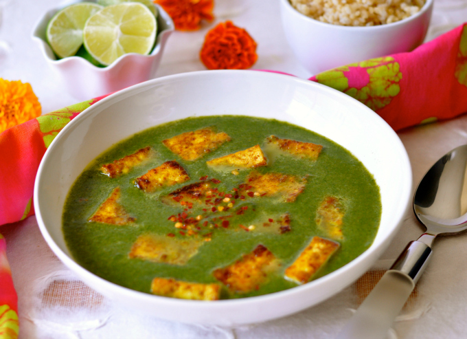 Tofu is a delicious healthy and low-fat replacement for paneer in this vegan version of palak paneer. (#vegan) ordinaryvegan.net