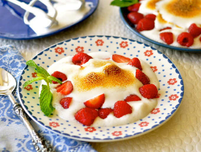 Feathery, light with stiff peaks, this delicious vegan meringue will win over anyone who loves this ethereal delight. (#vegan) ordinaryvegan.net
