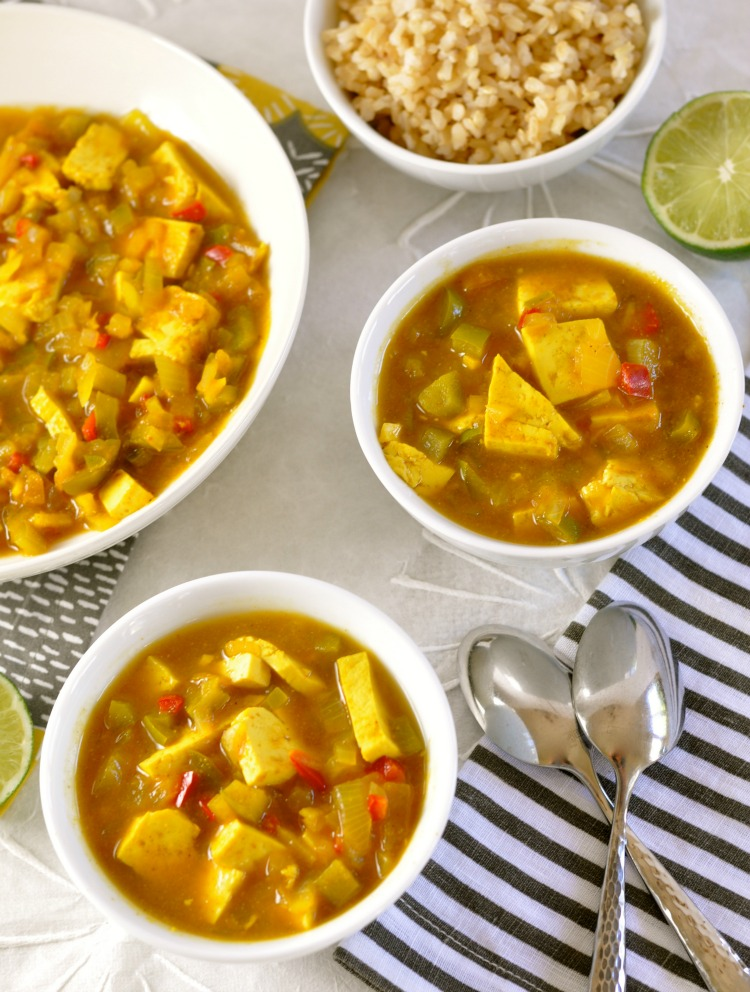 This healthy cape malay curry with tofu is packed with flavorful spices, and the dried apricots adds a savory sweet flavor. (#vegan) ordinaryvegan.net
