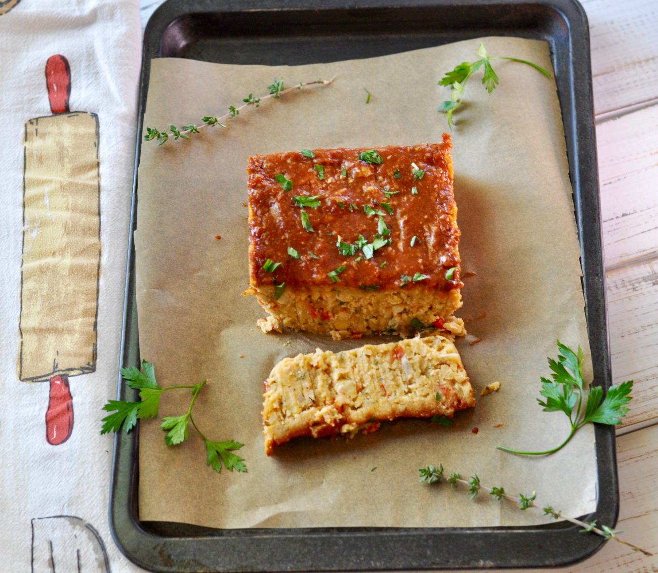 I promise you won't miss the meat in this vegan meatloaf. This non-traditional healthy spin on a comfort food favorite is filled with powerful flavors. (#vegan) ordinaryvegan.net