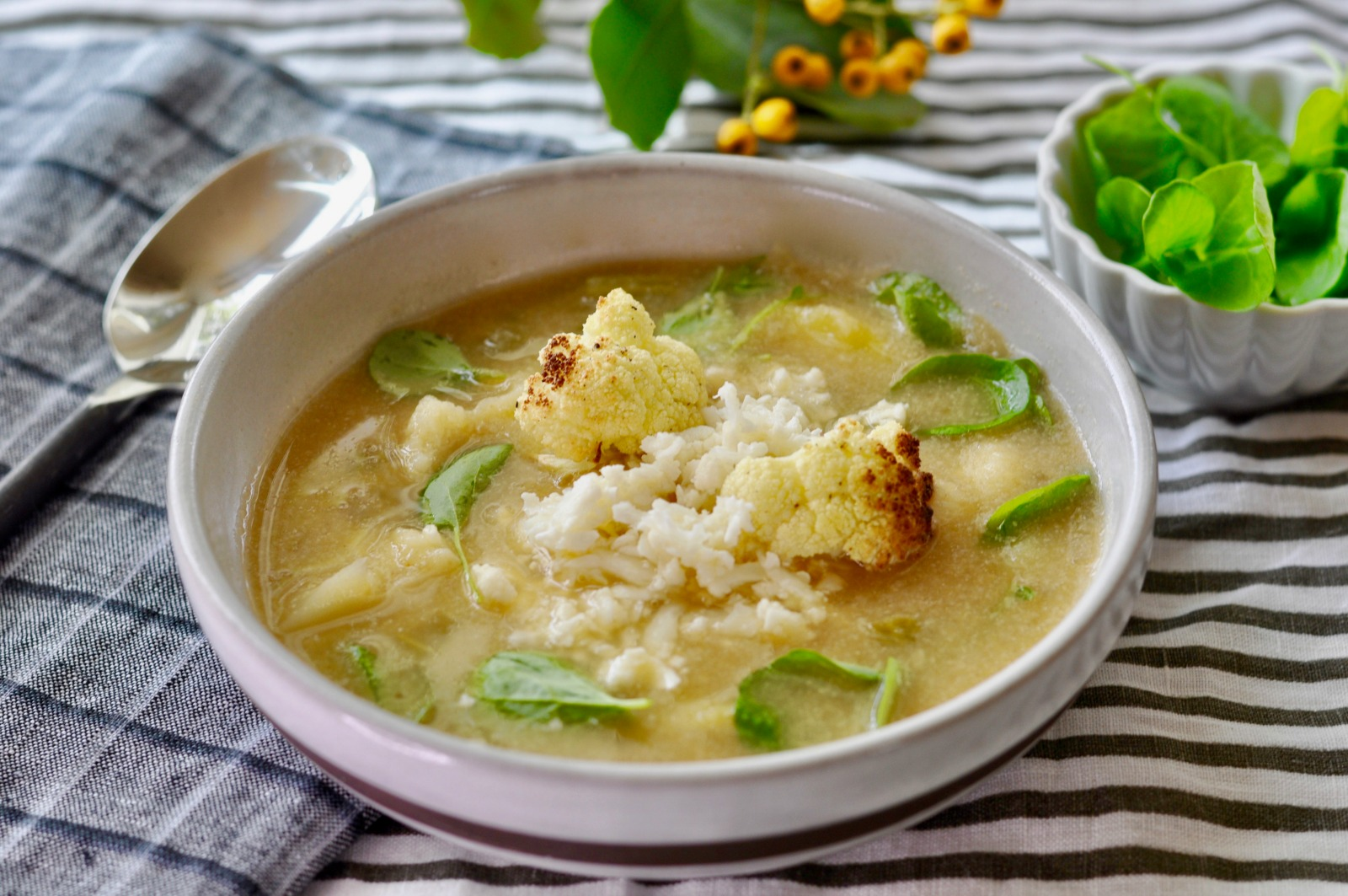 This creamy vegan cauliflower stew with parsnips, potatoes and greens goes to the next level of deliciousness when it is topped with one of my all time favorite flavor bombs - pickled cauliflower. (#vegan) ordinaryvegan.net
